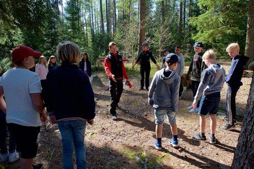 Utomhuspedagogiska övningar i skogen. Foto: Lars Klingström