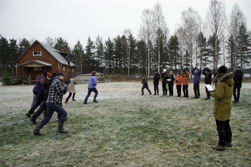 Utomhuspedagogiska övningar med lärare på Skogsmuseet i Lycksele